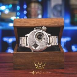 Masívne kovové hodinky